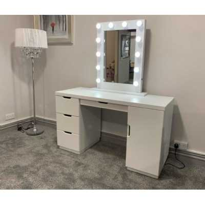 LA Dressing Table And White Desktop Hollywood Mirror